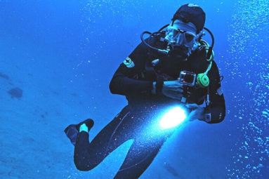 100-year-old Man goes Scuba Diving for World Record